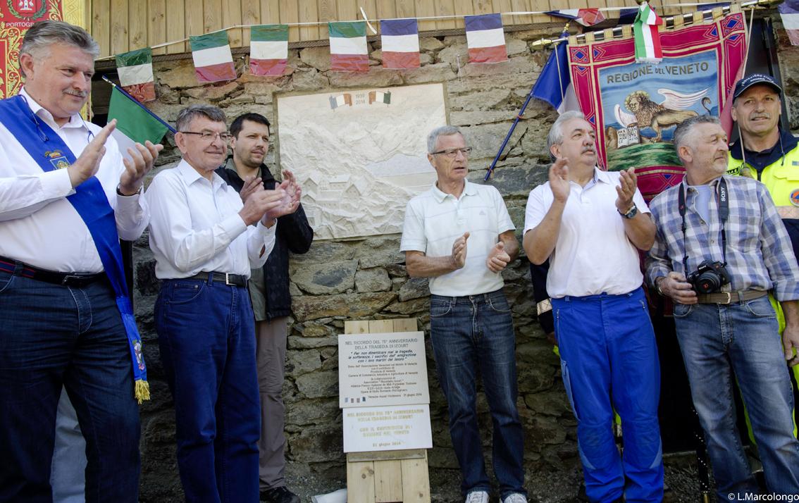 Inauguration du bas-relief prés du lieu de la tragédie